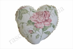 На фото Подушка Прованс Heart Large pink Rose